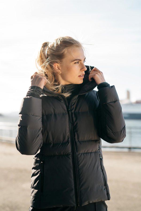 Twentyfour Meribel Warm Jacket skyggesort model front